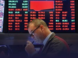 Dow Flips over 500 points as COVID-19 fears rise once again