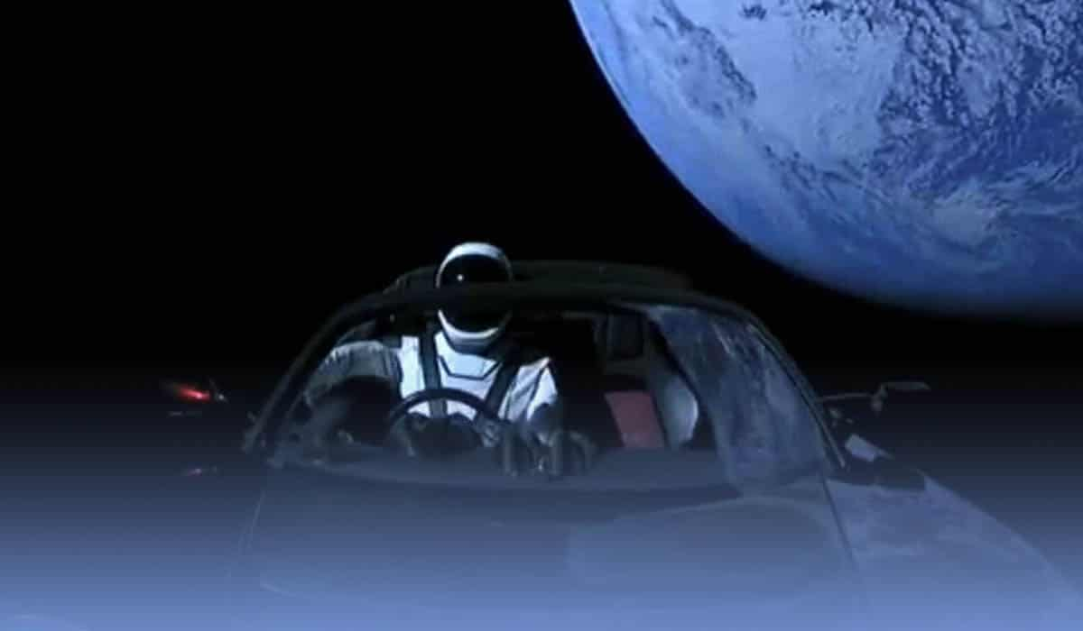 SpaceX's Tesla roadster first nearby approach with Mars
